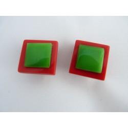 Boucles d'oreilles clips carrés vert et rouge