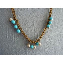 Grelots bleus et perles
