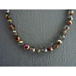 Collier en perles de verre irisé facetté