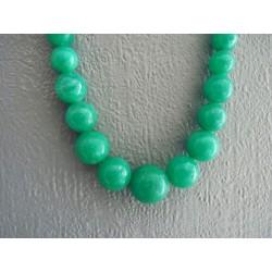 Collier en perles de résine vert émeraude marbré