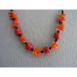 Collier en perles de verre et plastique imitation corail