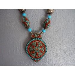 Collier en perles de verre bleu et métal