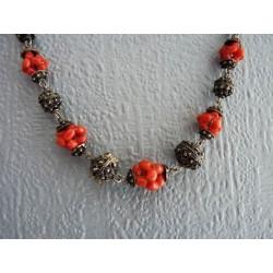 Collier en perles de corail sur chaine