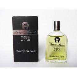 Miniature de parfum N°2 de Etienne Aigner