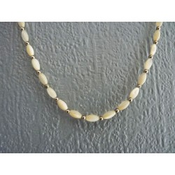 Petit collier en perles de nacre