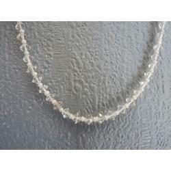 Petit collier en perles toupies de cristal