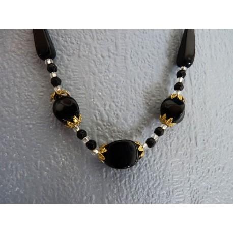 Elegant collier de perles de verre multifacettes