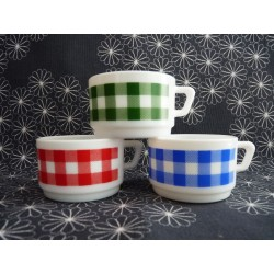 3 tasses à café vintage en arcopal vichy