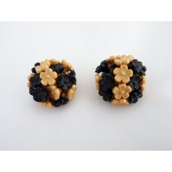 Boucles d'oreilles clips à fleurettes noires et beiges