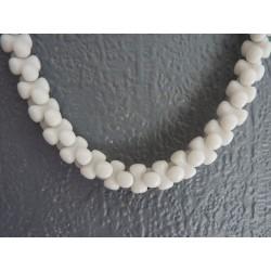 Collier en perles de pâte de verre blanche