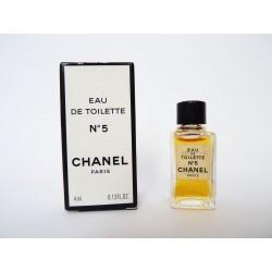 Miniature de parfum N°5 de Chanel