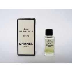 Miniature de parfum N°19 de Chanel