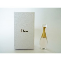 Miniature de parfum J'adore de Christian Dior