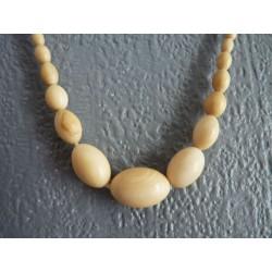 Collier ancien en perles olives d'ivoire