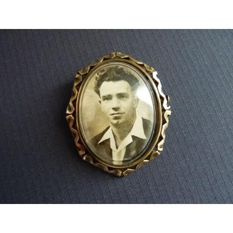 Broche médaillon portrait d'homme 1940