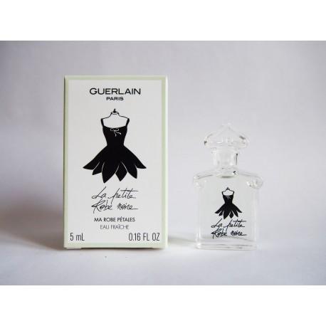 Miniature de parfum La Petite Robe Noire de Guerlain, robe pétales