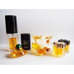 Lot de 8 miniatures de parfum Oscar de la Renta