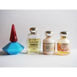 Lot de 4 miniatures de parfum Cacharel