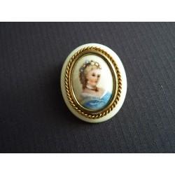 Broche vintage médaillon portrait de femme en Limoges