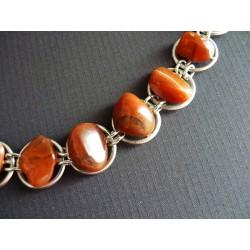 Bracelet en pastilles de métal ajouré et cornalines