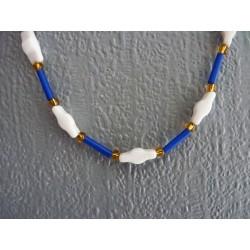 Petit collier ras de cou en perles de verre bleu, blanc et jaune