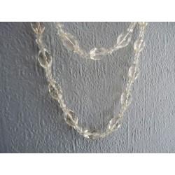 Superbe sautoir en perles de verre transparent facettées