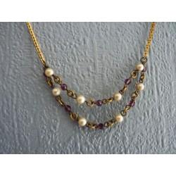 Petit collier ras de cou en métal avec des perles facettées violettes
